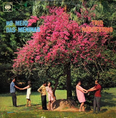 trio-nordestino-1970-no-meio-das-meninas-capa