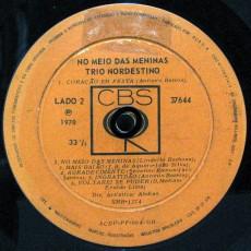 trio-nordestino-1970-no-meio-das-meninas-selo-b