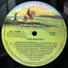 1981-trio-nortista-tocaram-fogo-nas-coisas-selo-a