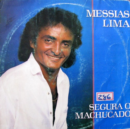 messias-lima-segura-o-machucado-capa