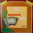 """Colaboração do sergipano Everaldo Santana O disco é predominantemente instrumental, com algumas falas dentro das músicas, e um refrão na faixa """"Só sabe isto"""" de autoria do Negrinho dos 8 […]"""