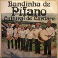 """""""A 'Bandinha de Pífano Cultural de Caruarú' surgiu em 1977. Composta por 06 elementos. Homens simples e humildes. Nunca frequentaram nenhuma escola de música, mas são dotados de sensibilidade harmonial. […]"""