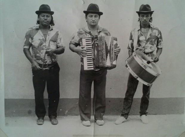 ZEINHO DA SANFONA E TRIO PARAÍBA. ÍNDIO TRIANGULO, ZEINHO SANFONA E ROBERTO ZABUMBA.
